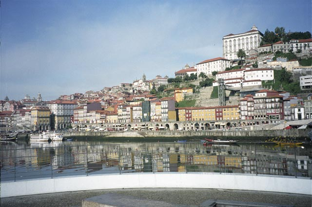 portugal oporto city photograph architecture buildings Europe young youth exchange visit holiday knowle west media project escola de bagium rebeira old town houses river duoro